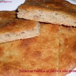 Focaccia rustica con farina di farro e olio aromatico