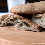 Focaccia con farina di kamut integrale e pesto di olive. Oggi ti pesto nero!
