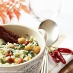 Minestra di riso e cicoria con pomodori secchi. Il calore in una zuppa