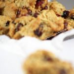 Biscotti speziati al cocco e cranberries. Something Red: Approfittiamo?