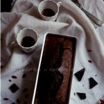 Dense chocolate cake di N. Lawson. Something Red: Rich, greedy…choccolate!