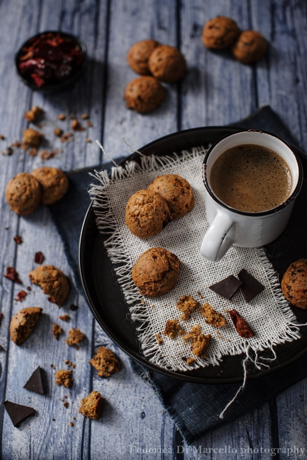 Bittersweet chocolate cookies with dried sweet pepper