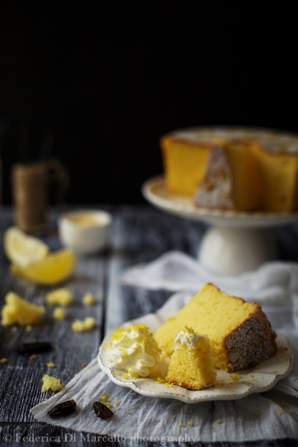 Fluffy and gluten free sponge cake, flavored with lemon and tonka bean