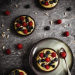 Tartellette ai frutti di bosco e pinoli {gluten free}…something red for #BABBI